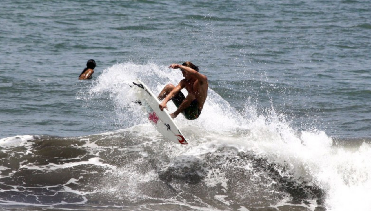 Surfer in Pradomar Colombia